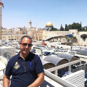 Στους ιερούς τόπους που συμβολίζουν τον Χριστιανισμό, το Ισλάμ , και τον Ιουδαϊσμό